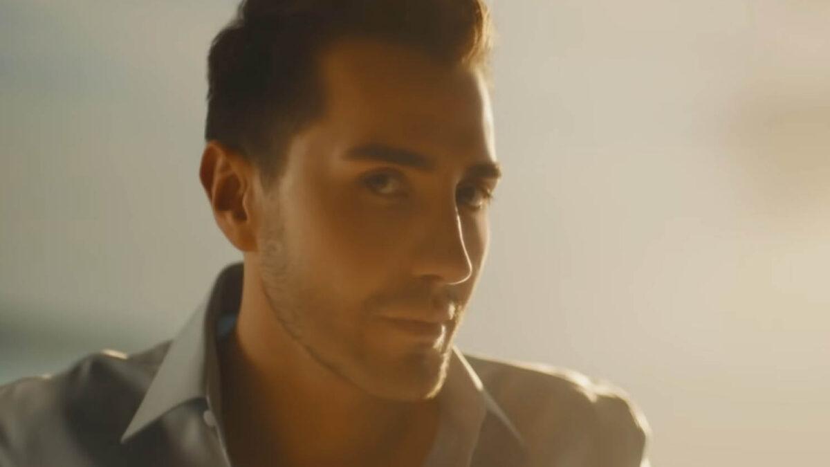 """Burak Orhan'ın İlk Single Çalışması """"Bi'Şeyler"""" Çıktı"""