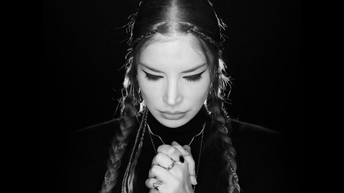 Layla Puliçe'nin İlk Albümü 'Oldum Bir Seyyah' Yayında