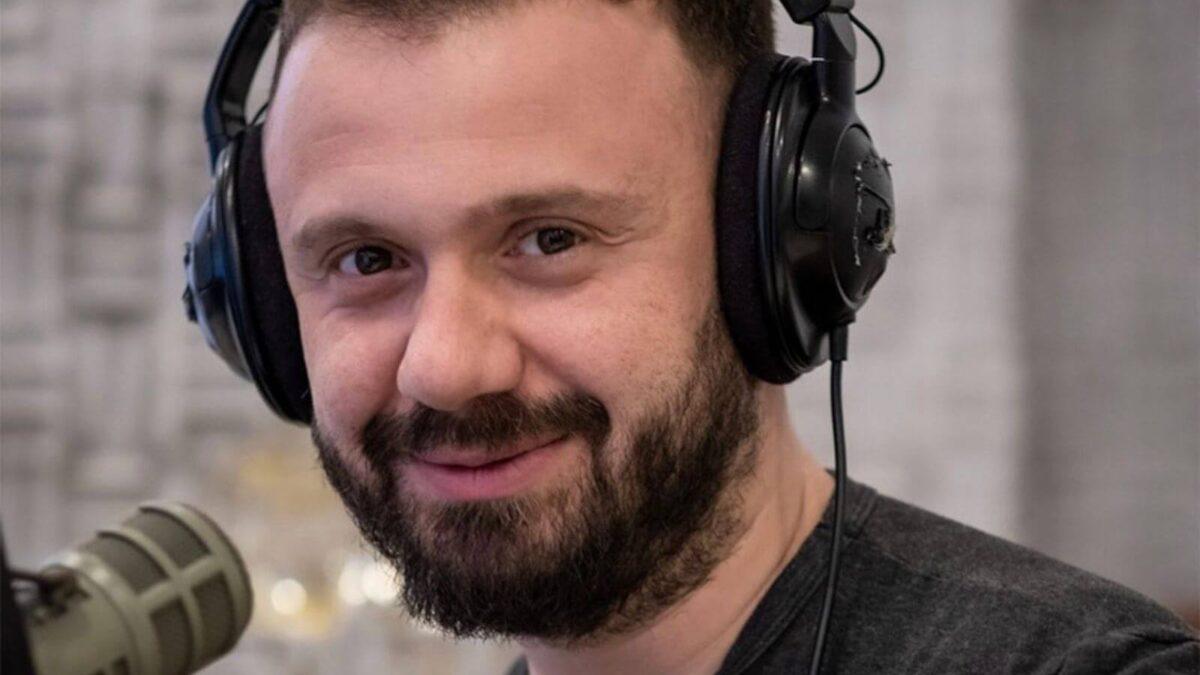 Mehmet Fatih Yeni Şarkılar Keşfediyor, Çalıyor Ve Hit Yapıyor