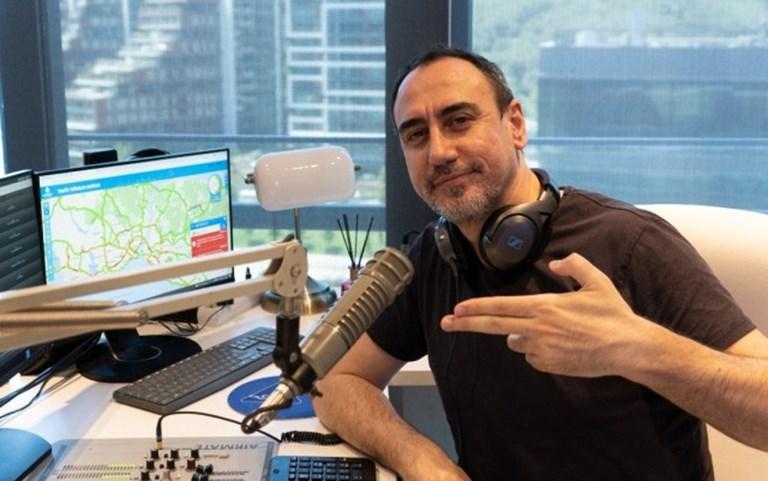 Sevilen Radyocu Altan Kiraz, Radyo Alaturka İle Anlaştı